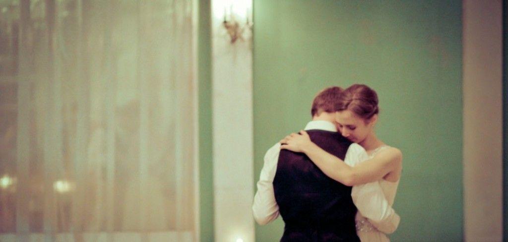 pareja bailando by Caleb George